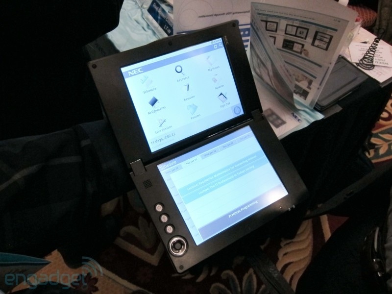 NEC dual-screen tablet otevřený
