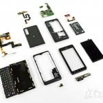 Úplně rozebraná Motorola Droid 3 na fotografiích