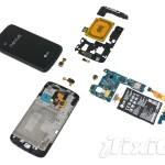 Nexus 4 byl kompletně rozebrán. Podívejte se, jak vypadá uvnitř