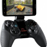 Vylepšený gamepad MOGA Pro, díky kterému svůj smartphone proměníte v mobilní herní konzoli
