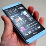 HTC One bude k dispozici v modré a červené verzi