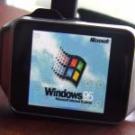 Vtip dne: Vtipálek vecpal do svých chytrých hodinek Windows 95