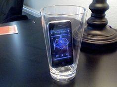 Mobilní telefon ve skleničce