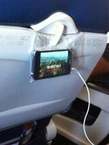 Sáček s mobilem přiděláte k sedadlu.