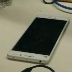Uniklý snímek ukazuje Xiaomi Mi5 v bíle variantě