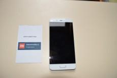Přední strana Xiaomi Mi 5