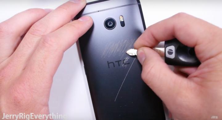 HTC 10 test odolnosti